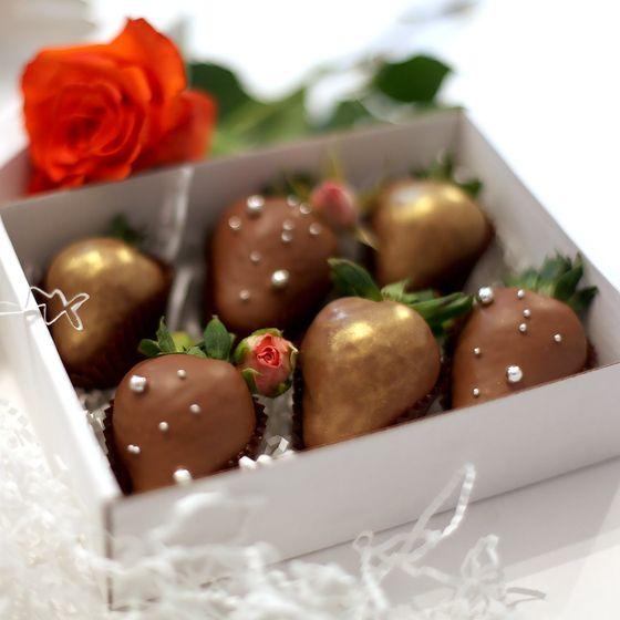 Набор клубники в шоколаде в коробочке