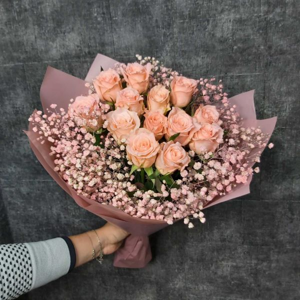 Букет роз с гипсофилой