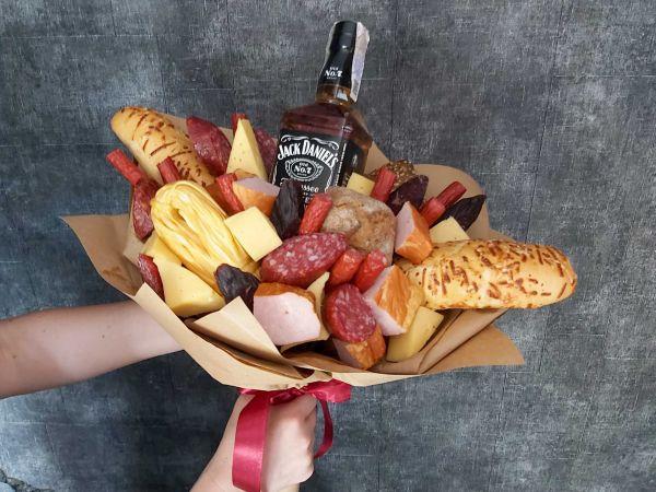 Букет с колбасками и Jack Daniels