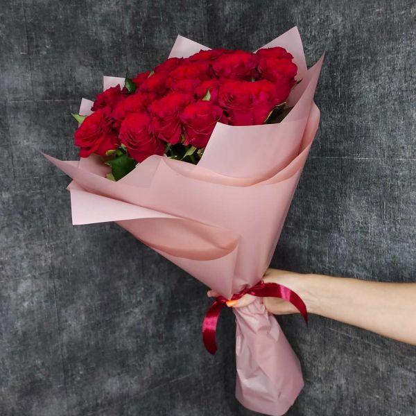 """19 красных роз """"Гран При"""""""