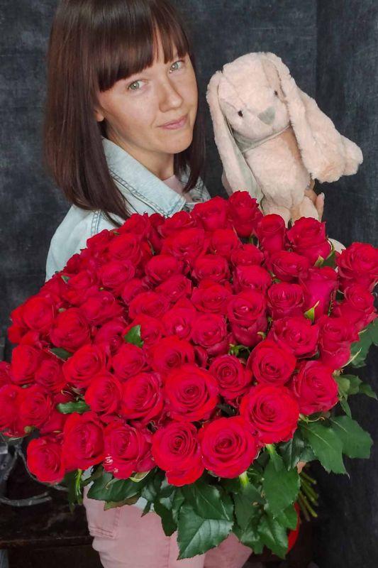 75 роз с мягкой игрушкой