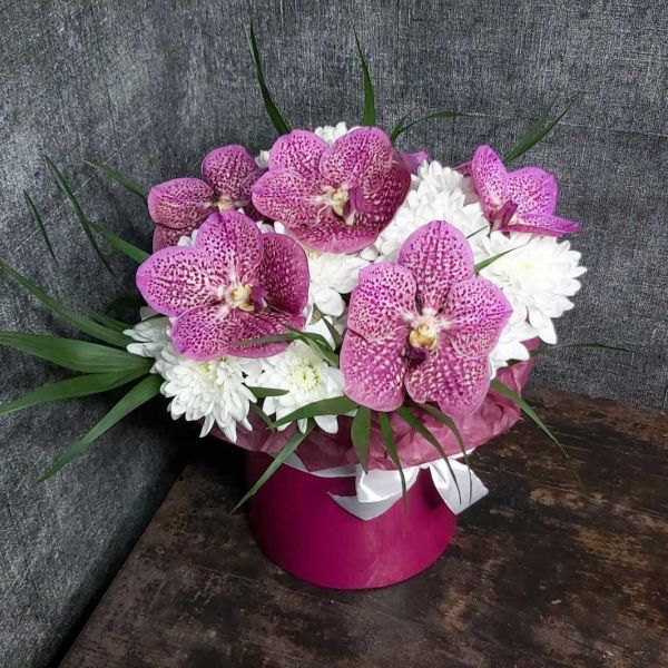 """Цветы в коробке """"Ванда"""""""