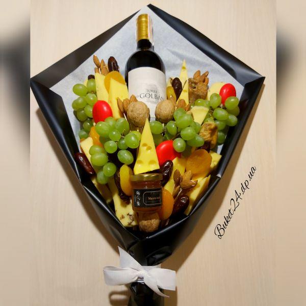 Букет с вином и сыром