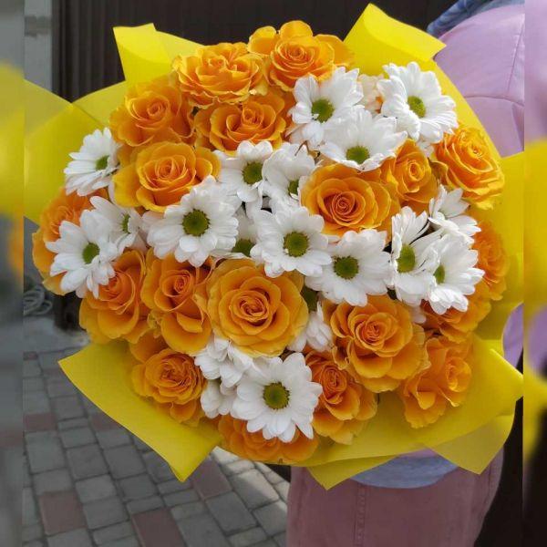 Букет желтые розы и хризантемы