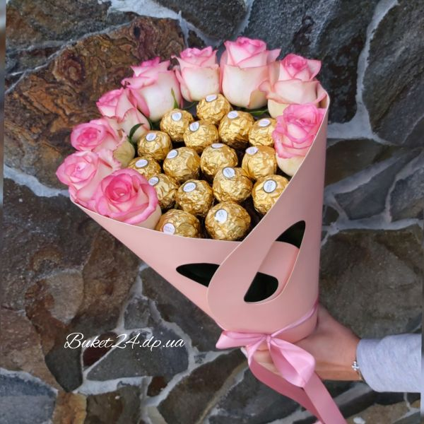 Букет розы с Ferrero Rocher