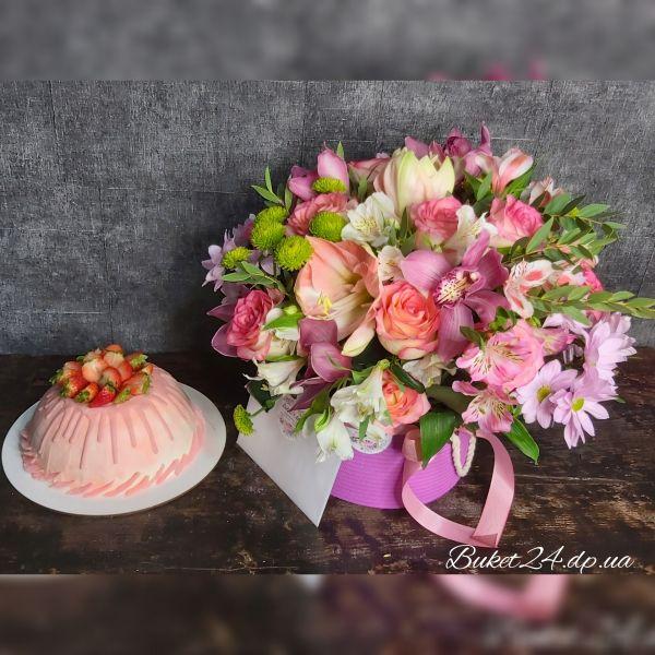 Подарочный набор торт и цветы