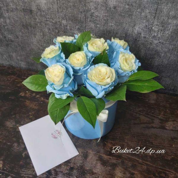 Голубые розы в шляпной коробке