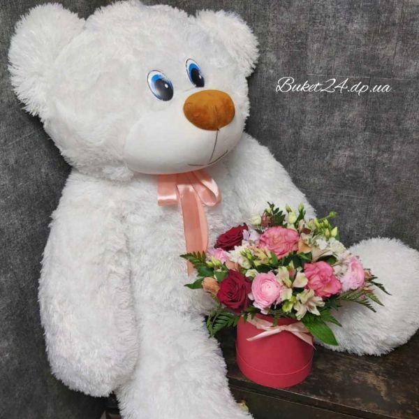 Цветы с большим медведем